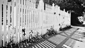 fence_b_w_16x9